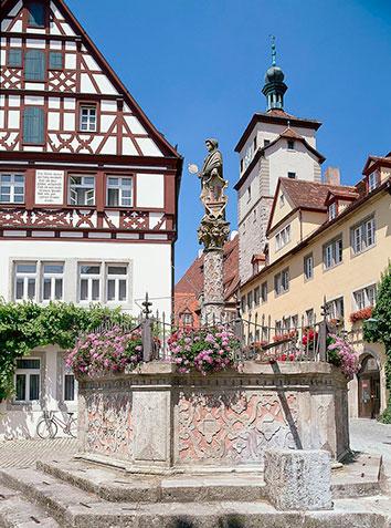 Rothenburg_ob_der_Tauber_fontana