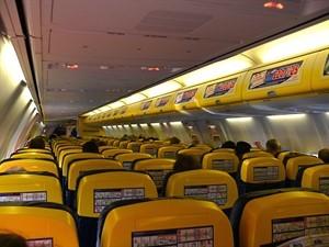 Ryanair_B737-800_Cabin_300x225