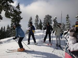 skiers-233102_960_720