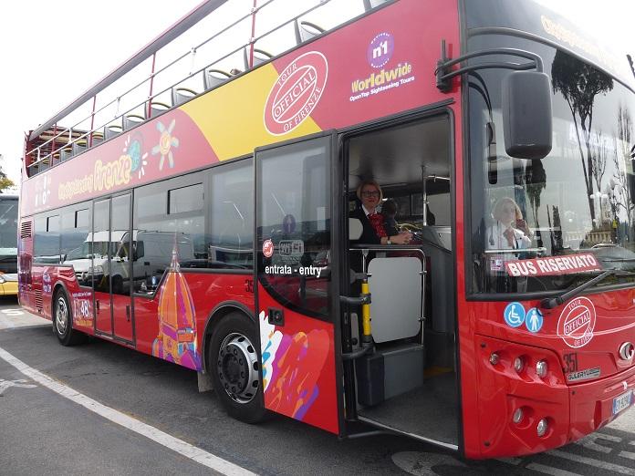 Non solo open bus ma un 39 offerta integrata di servizi per for Quanto dura il permesso di soggiorno