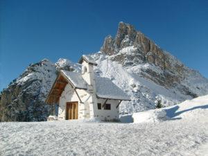 passo_falzarego_in_inverno