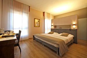hotel-terme-salvarola-camera-relax-con-letto-a-isola